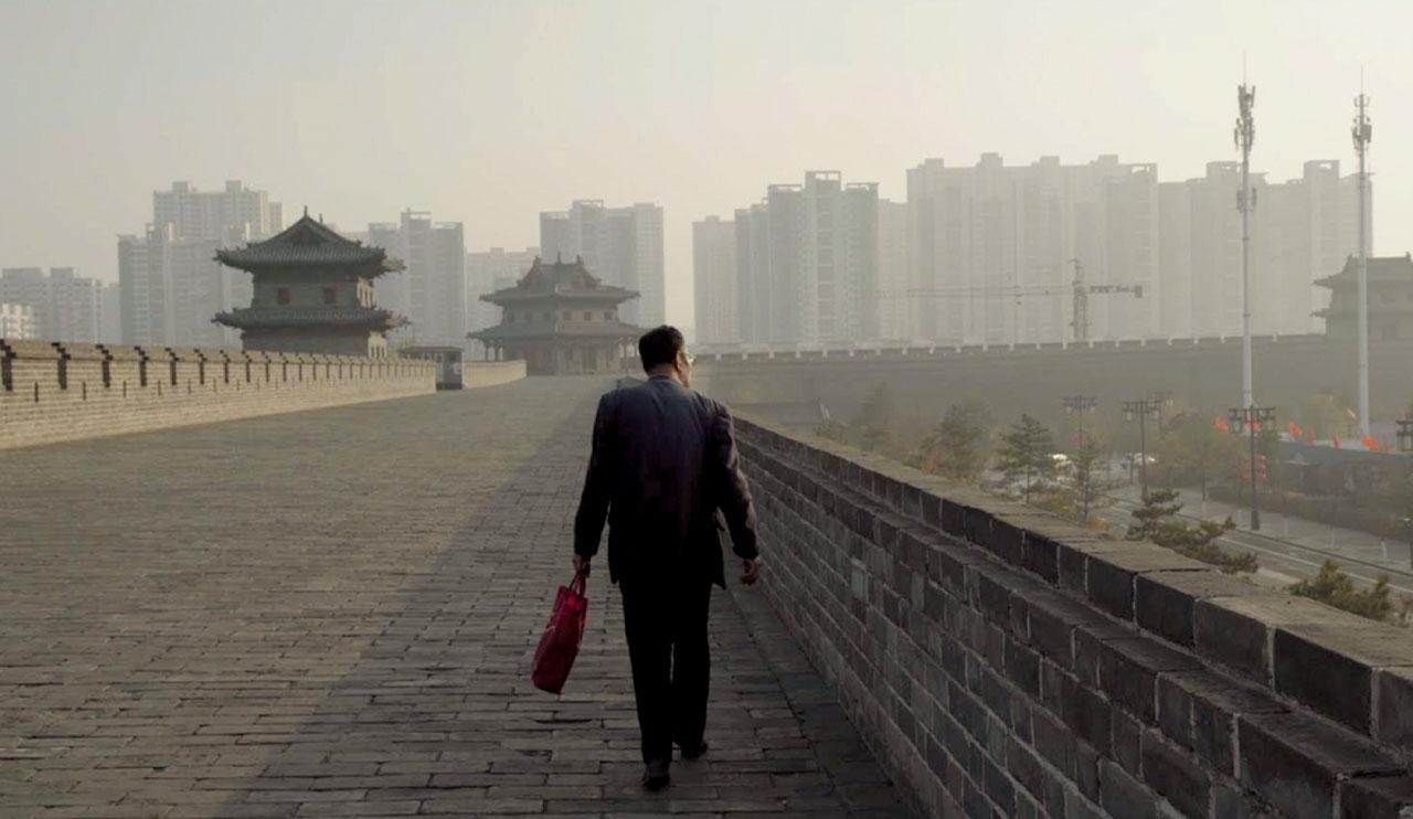 Docteur Liu Shang sur la muraille Est de Datong dans la province du Shanxi, Novembre 2019.Image extraite de China Dream. © Thomas Licata et Hugo Brilmaker